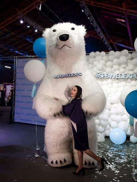 белый медведь на выставке spbwedexpo