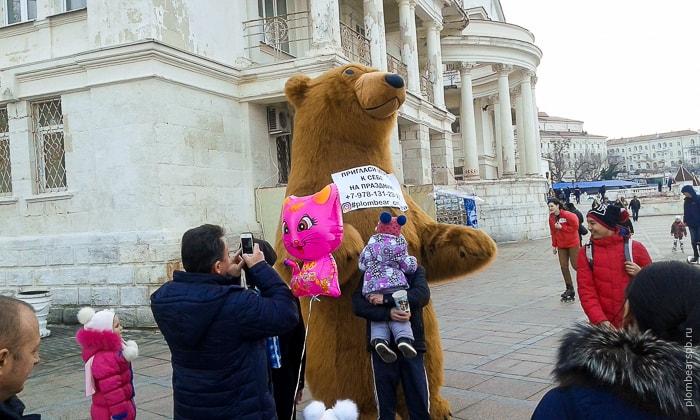 аниматор на праздник в Крыму - бурый медведь гигант