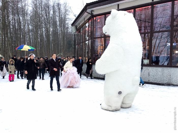 огромный белый медведь аниматор на свадьбу Спб