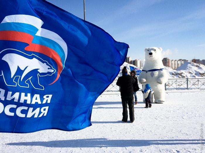 Единая россия и белый медведь в России на соревнованиях по зимней ловли рыбы со льда