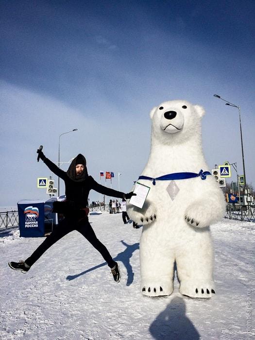 Ведущий в Спб Михаил Любченков и белый медведь Plombear в Спб