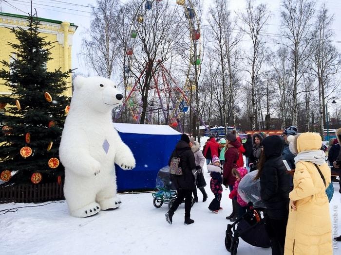 Масленица в парке Бабушкина и белый огромный медведь Plombear Спб
